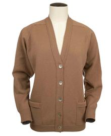 Bridget, Couleur Camel, Gilet col V 100% lambswool - Vêtements laine geelong