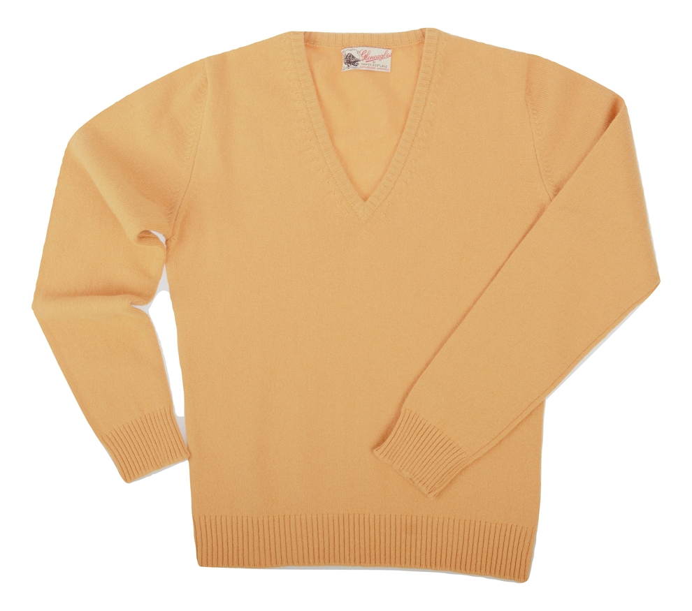 Wendi, Couleur Harvest Gold, Pull col V en 100% lambswool - Vêtements laine geelong